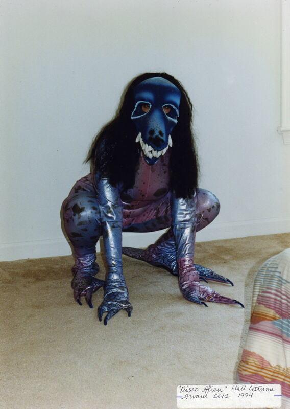 squatting alien.jpg